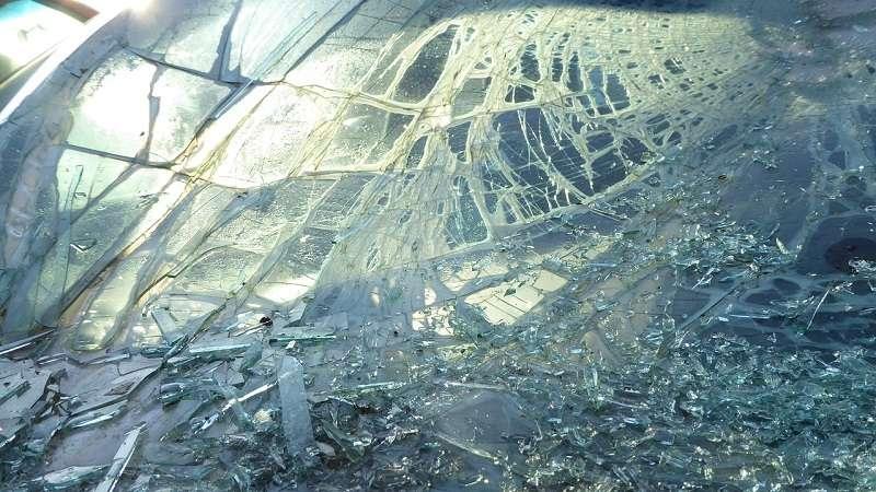 Razpokano vetrobransko steklo